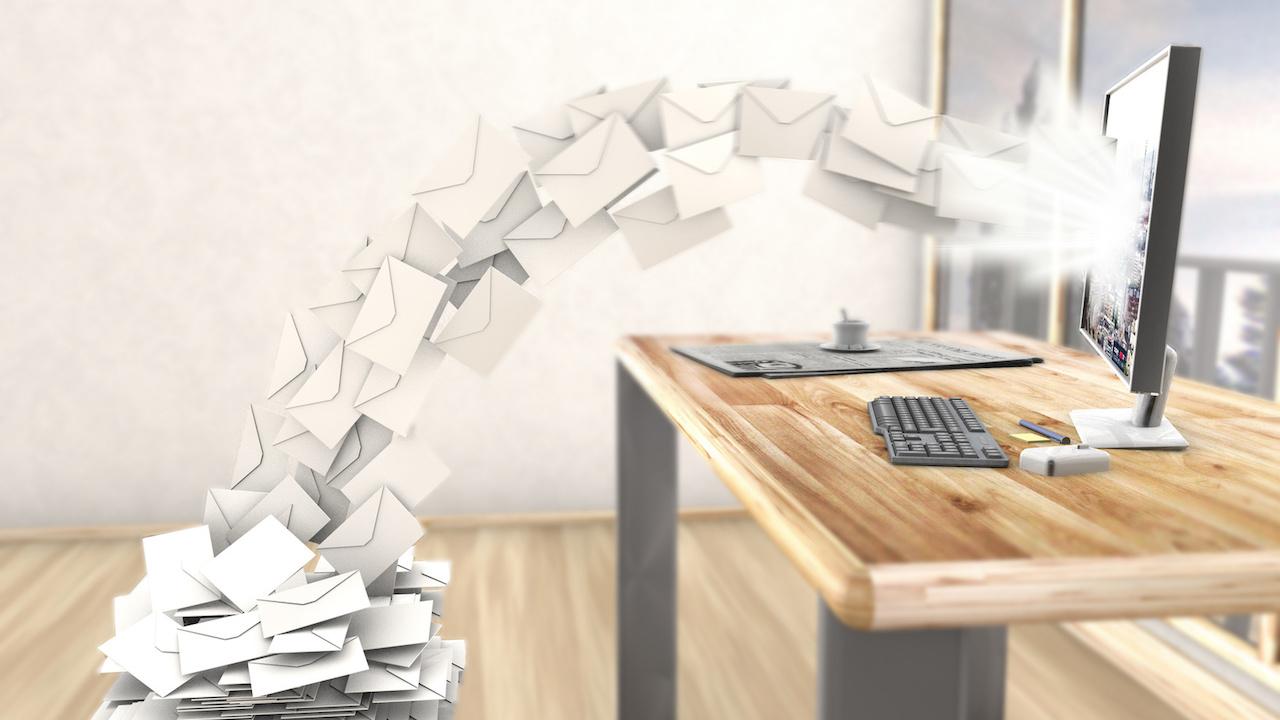 Quels sont les enjeux du contrôle qualité des e-mails ?